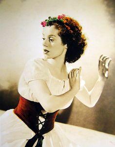 Elsa Lanchester, 1940s Old Hollywood Glamour, Vintage Hollywood, Classic Hollywood, Bishop Wife, John Forsythe, Elsa Lanchester, Kay Francis, Isadora Duncan, Bride Of Frankenstein