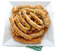 el açması börek yapamıyorum -çok zorlanıyorum veya vaktim yok ya da yapıyorum ama istediğim gibi lezzette olmuyor diyenlere rahmetli a... Turkish Recipes, Ethnic Recipes, Pasta Recipes, Cooking Recipes, Bread And Pastries, Onion Rings, Iftar, Turkish Delight, Apple Pie