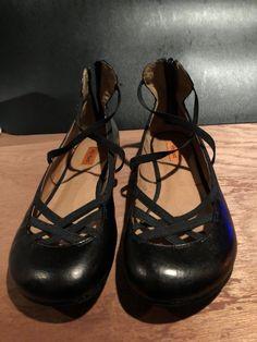 Miz Mooz Black Flats Size 9   eBay