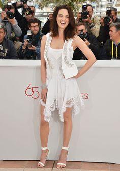 L'actrice et réalisatrice Asia Argento est une habituée du Festival, dont elle a été membre du jury en 2009. Cannes 2012 Asia Argento, Girl Inspiration, Some Girls, Jessica Alba, Madame, Spaghetti, White Dress, Celebs, Italy