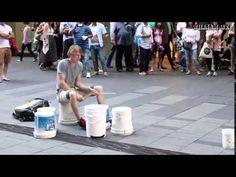 神業 ストリートドラム 上手すぎて鳥肌www - YouTube