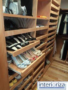Los closets de Interioriza ofrecen una mezcla de componentes y accesorios innovadores para satisfacer sus necesidades, dándole a cada prenda un lugar específico.: