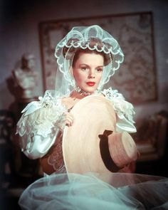 judygarland,actress-✨Hollywood Royalty of the century, The late Judy Garland. On the set of her film, ThePirate in Judy was one of a kind. Hollywood Glamour, Hollywood Stars, Classic Hollywood, Old Hollywood, Hollywood Actresses, Hollywood Divas, Hollywood Icons, Hollywood Fashion, Judy Garland