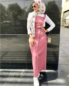Street fashion style – Just Trendy Girls Hijab Fashion Summer, Modern Hijab Fashion, Hijab Fashion Inspiration, Muslim Fashion, Modest Fashion, Hijab Style Dress, Casual Hijab Outfit, Hijab Chic, Hijab Trends