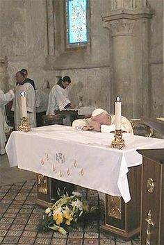 Pope John Paul II at prayer in the Last Supper Room.