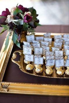 Edible escort cards or seating chart Great idea! Edible escort cards or seating chart Formal Wedding, Dream Wedding, Wedding Day, Wedding Gifts, Trendy Wedding, Gold Wedding, Wedding Table Name Cards, Perfect Wedding, Wedding Souvenir