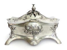 Caixa ou porta jóias em metal estanhado e prateado W.M.F., Alemanha, 1910. 22,5 x 11 x 14,5cm h.Inte