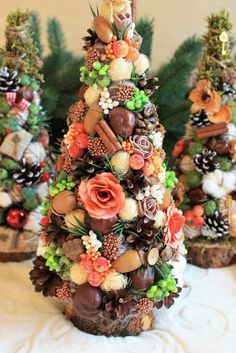 Easy Crafts Ideas at Home Here are some of the most beautiful DIY projects you can try for your self at home If you enjoyed this DIY room dec. Summer Christmas, Christmas Minis, Christmas Art, Xmas, Christmas Ornaments, Holiday Wreaths, Holiday Crafts, Holiday Decor, Pine Cone Decorations