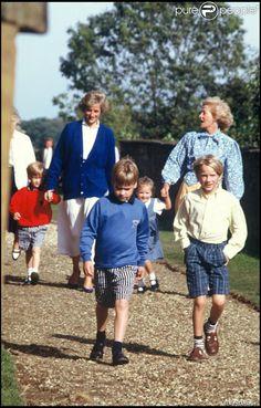 Les princes William et Harry au mariage de Lord Althorpe avec leur mère la princesse Diana, le 17 septembre 1989