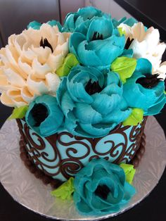 Buttercream cake by the white flower cake shoppe. Awesome use of color on the…
