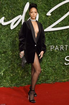 "arielcalypso: Rihanna at ""British Fashion Awards"" in in London, the red carpet. Looks Rihanna, Rihanna Show, Mode Rihanna, Rihanna Riri, Rihanna Style, Rihanna Fashion, Gq Fashion, Beyonce, Rihanna Outfits"