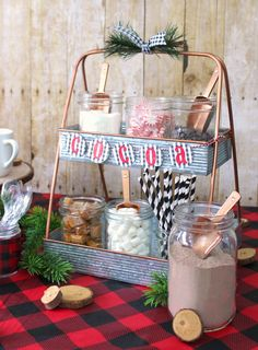 Lumber jack pizza and hot cocoa party table full of easy and cute ideas and free printables. A fun party theme for a baby shower, birthday party or girls night in. Christmas Movie Night, Christmas Party Themes, Fun Party Themes, Plaid Christmas, Christmas Birthday Party, Christmas Baby Shower, 16th Birthday, Weekender, Cocoa Party