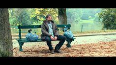 """DANS LA COUR de Pierre Salvadori / La rencontre de deux paumés dépressifs dans la cour d'un immeuble parisien, ça vous dit ? Bon je sais, dit comme ça, c'est pas vendeur ! Eh bien vous avez tort ! Une comédie douce amère, drôle, sensible, émouvante. Catherine Deneuve y est formidable, et plein de seconds rôles aussi ! Encore un très bon film de Pierre Salvadori qui fait suite à """"Les Apprentis"""", """"Hors de prix"""", """"Après vous""""."""