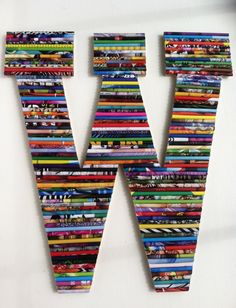 wood wall letter with rolled paper (for initials above beds) Recycled Magazine Crafts, Recycled Magazines, Recycled Art Projects, Recycled Crafts, Recycling Projects, Diy Letters, Wooden Letters, Large Letters, Rolled Magazine Art