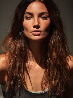 Lily Aldridge wears her hair in tousled waves