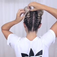 How to make Space Buns tutorial We like this hair style sooo badly😍 It's the best hairstyle for hot summer! Have you ever tried this hair style before?🤩🤩😌 Video from Hair Tutorials The post How to make Space Buns tutorial appeared first on Welcome! Box Braids Hairstyles, Summer Hairstyles, Cool Hairstyles, Travel Hairstyles, Natural Hairstyles, Medium Hair Styles, Curly Hair Styles, Braids With Curls, Tight Braids