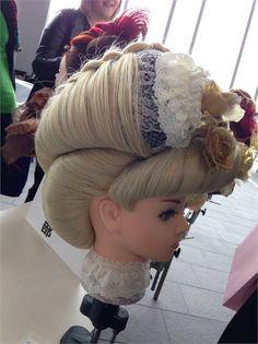 A closer look at the mannequins represented at the Yamano International Beauty Forum in Tokyo, Japan. Fairy Makeup, Mermaid Makeup, Makeup Art, Long Hair Designs, Becoming An Esthetician, Fantasy Hair, Fantasy Makeup, Hairstylist Quotes, Avant Garde Hair