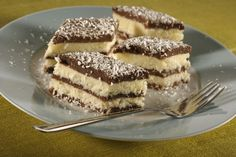 Jednostavan, a ukusan kokos kolač - Domaci Recept Slovak Recipes, Czech Recipes, Sweet Desserts, Sweet Recipes, Coconut Slice, Torte Cake, Cacao, Desert Recipes, Biscuits