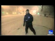 CANTORE VS. THUNDERSNOW (CHICAGO BLIZZARD 2011)