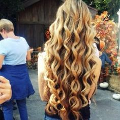 love the color, length, and curls <3