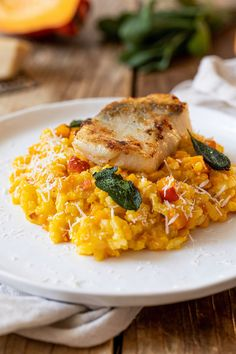Fried zander fillet on pumpkin risotto - Recipe - Sweets & Lifestyle® Pumpkin Recipes, Veggie Recipes, Fish Recipes, Dinner Recipes, Healthy Recipes, Healthy Foods To Eat, Healthy Eating, Pumpkin Risotto, World Recipes