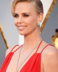 Charlize Theron Says It's Hard Being a Gorgeous Actress Charlize Theron, Red Carpet, Makeup Looks, Celebs, Actresses, Drop Earrings, Image, Beauty, Beautiful