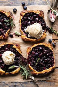 spring recipes Bursting with fresh spring flavor, these Blueberry Lemon Thyme Tarts are cute, easy, beyond delicious, super simple extra pretty. Just Desserts, Delicious Desserts, Dessert Recipes, Yummy Food, Tasty, Recipes Dinner, Healthy Food, Frozen Puff Pastry, Half Baked Harvest