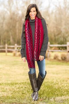 Say hello to your new favorite sweater! We love a good oversized sweater and this one is calling your name! Repin!