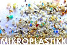Foto: www.5gyres.org Mikroplast er et stort og viktig tema som jeg har undersøkt mye om fordi jeg elsker havet og dyrene som lever i det. Plastikkforurensning er forferdelig og det er et økende problem verden over. Jeg har satt sammen 5 punkter om de viktigste tingene du bør vite om mikroplast i kosmetikk og hvordan du kan være med å bekjempe dette problemet. Dette vil kun ta deg 5 minutt å lese og jeg anbefaler deg til å lese alt fordi deter så viktig informasjon! Nederst i denne posten…