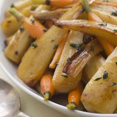 Roasted Carrot and Parsnip Salad Recipe - This recipe by Food Network star Giada de Laurentiis if full of bright root vegetable that offer up tons of flavor. Vegetable Salad Recipes, Vegetarian Recipes, Cooking Recipes, Healthy Recipes, Veggie Dishes, Roasted Carrots And Parsnips, Roasted Root Vegetables, Root Veggies, Roasted Meat