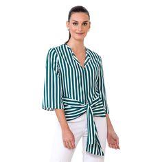 Belo modelo de blusa nas listras verde oliva e off white. Item da nova coleção resort. Blusa no tecido toque de seda com pala ajustável na cintura e mangas soltas. Estilo e sofisticação cool para os looks de fim de semana.