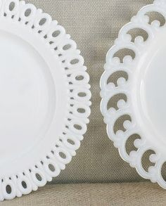 How perfect are these milkglass salad plates ? Antique-hunter and wicked talented designer Eddie Ross is selling the . Fresh Farmhouse, White Farmhouse, Farmhouse Style, Cobalt Glass, Vintage Pottery, Mccoy Pottery, Fenton Glass, Glass Dishes, Glass Collection