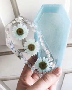 Diy Resin Art, Diy Resin Crafts, Easy Diy Crafts, Diy Silicone Molds, Resin Molds, Cardboard Box Crafts, Resin Jewelry Making, Popsicle Stick Crafts, Tissue Paper Flowers