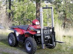 One of the biggest show stoppers at recent farm shows held in Spokane, Wash., and Tulare, Calif., was a new forklift specially designed to mount on front of almost any utility-style ATV. Inventor Rick Monaghan says his patent pending Farm Projects, Metal Projects, Welding Projects, Atv Quad, Accessoires Quad, Farm Show Magazine, Atv Implements, Tractor Attachments, Atv Accessories