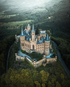 Hohenzollern Castle in Germany Beautiful Castles, Beautiful Buildings, Beautiful Landscapes, Beautiful Places, Real Castles, Beaux Arts Architecture, Beautiful Architecture, Chateau Medieval, Medieval Castle