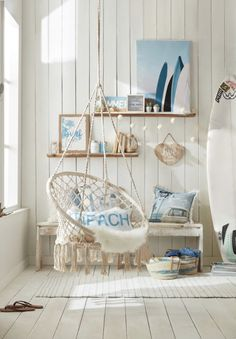 It doesn't get more boho than this! To add chill summer vibes in any space, whether it be a bedroom, a playroom or a living room, hang this stunning cotton chair with a macramé feel. It'll quickly become your child's absolute favourite spot in the house! Beach Room Decor, Beachy Room, Beach Apartment Decor, Beach House Decor, Home Decor, Beach House Bedroom, Home Bedroom, Teenage Beach Bedroom, Teen Beach Room