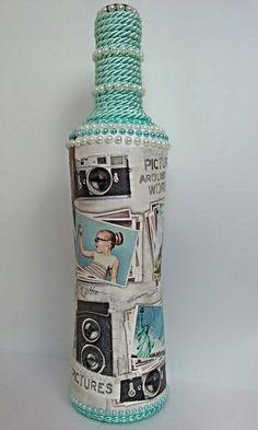 Garrafa de vidro, pintada e decorada através da técnica de decoupage, tira bordada, cordão, aplique em strass e pérola Pronta entrega.