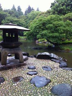 itsushi: 灯籠と鴨(旧古河邸日本庭園)