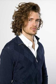 Ravishingly Long Wavy Hairstyle ~ http://heledis.com/man-and-hairstyles-for-men/