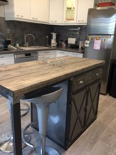 The Modern Eat-In Kitchen Often it forms only one space with the dining room or the living room and it is the bar or the cooking island. Industrial Kitchen Island, Diy Kitchen Island, New Kitchen, Kitchen Dining, Kitchen Decor, Dining Room, Apartment Kitchen, Küchen Design, Kitchen Furniture