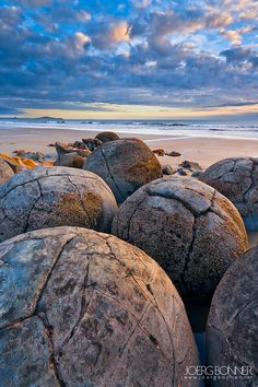 Moeraki Boulders, known as the 'Dinosaur Eggs, New Zealand #Travel #HotTipsTravel