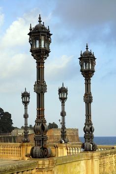 Dockside lamp posts in #Cadiz, Spain (estas las tengo, son de mis favoritas)