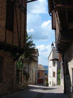 Castelnau-de-Montmiral: prachtige plein met arcades in de Tarn Arcade, Places To Visit