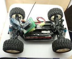 Using Arduino and Bluetooth control a two-drive car Arduino Projects, Electronics Projects, Arduino Bluetooth, Bluetooth Gadgets, Arduino Remote Control, Beaglebone Black, Pi Computer, Electrical Projects, Tech Gadgets