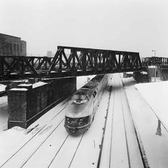 deutschebahn shared on Instagram: Winterliche Stadtfahrt: VT 175 008-2 bei der Vorbeifahrt am Bahnhof Ostkreuz im Berlin der 1970er Jahre.