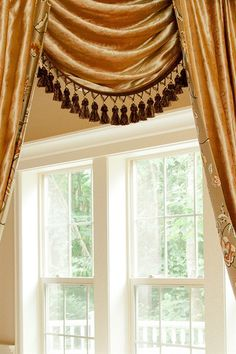 Fleurs Rococo Swag And Tails Valance Curtain Set
