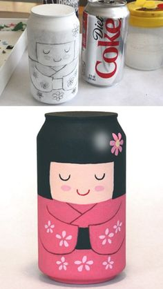 Una kokeshi con una lata de refresco