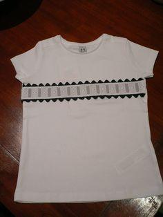 TallerdeLuna: Camiseta 'tuneada' con entredós y cinta de raso gr...