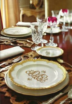 Love these gold rimmed monogrammed plates | Tablescapes | China | Wedding Registry