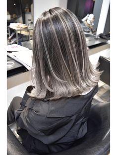 Blonde Highlights On Dark Hair Short, Hair Color Highlights, White Highlights, Grey Hair Inspiration, Girl Hair Colors, Asian Short Hair, Hair Color For Black Hair, Hair Color Ash Grey, Brown Hair